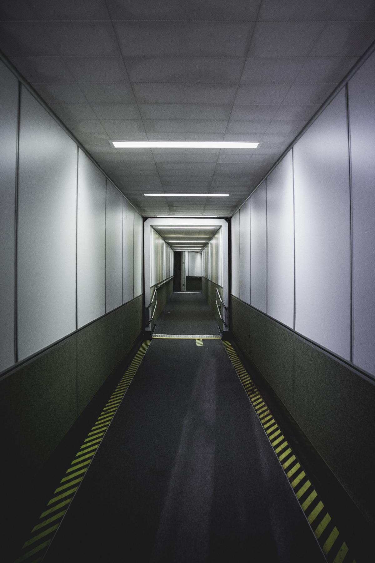 us_hoy_0006s_0002_Tacoma Airport