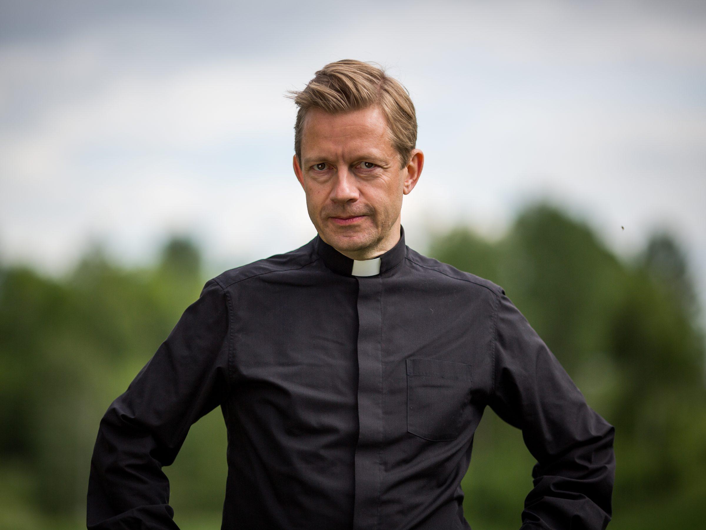 Bjarte Tjøstheim / Presten